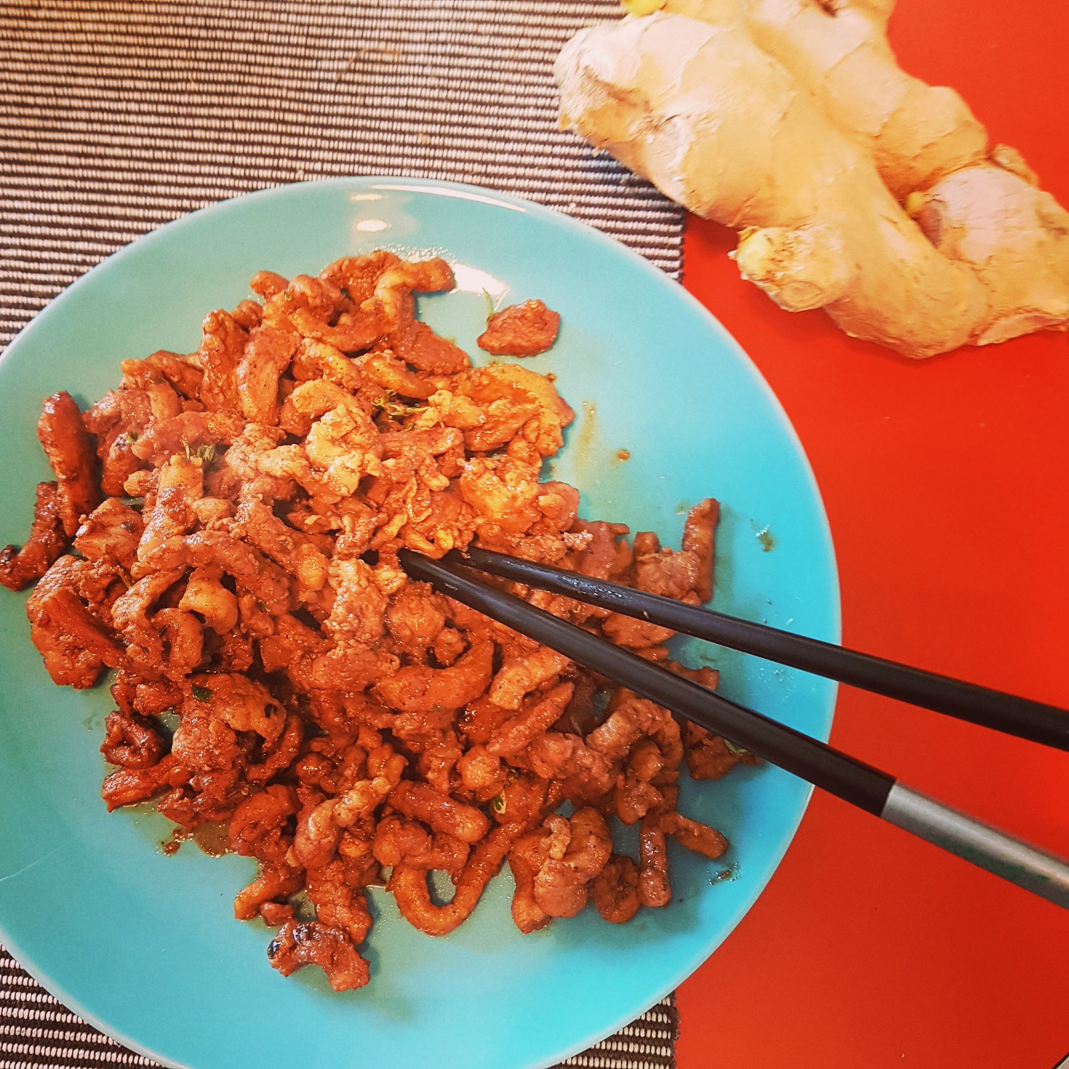 χοιρινό με τζίντζερ soya and worcester sauce